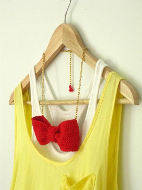 Crochet bow necklace. Red cotton