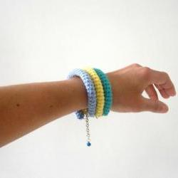 Orbits, crochet bracelet in emerald green, yellow and blue.